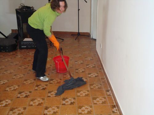 Demonstrating the Argentine method of mopping the floors.